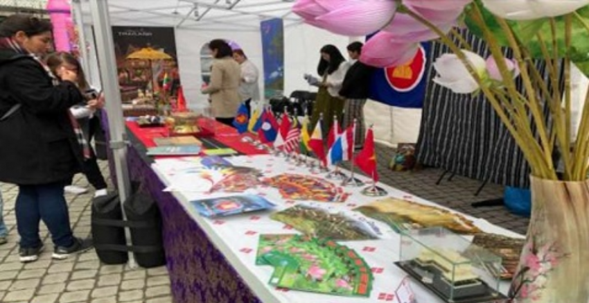Table of Philippine Embassy at Oslo Språk og Kultur Festivalen